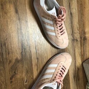 Women's adidas shoes pink
